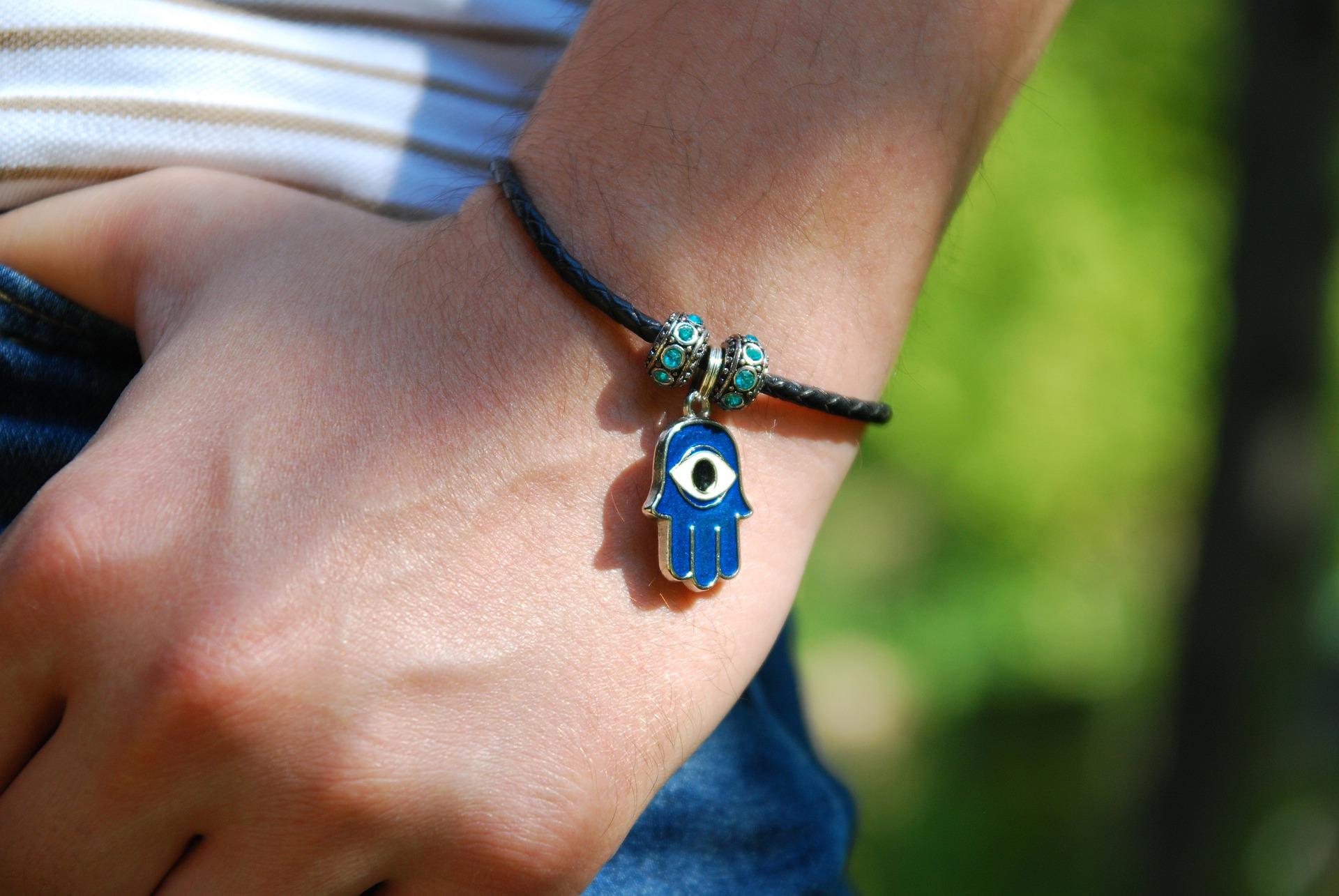 Tu stii diferenta dintre Talisman si Amuleta?